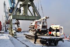 Отправка буровой на ун. платформе подъездных путей порта